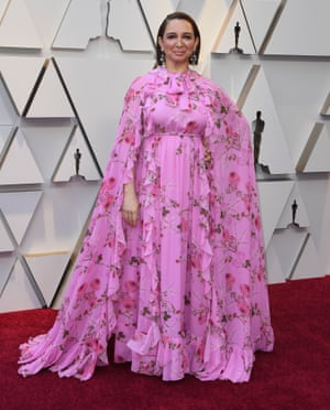 It's a case of nothing too pink or too voluminous at the Oscars 2019 - and Maya Rudolph did both. Her dress, worn to open the ceremony and walk the red carpet, was big on flounces and came with a never-too-much attitude to bows.