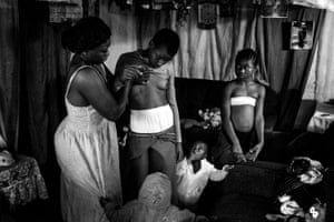 Contemporary issues – stories, first prizeVeronica, 28, massages the breasts of her 10-year-old daughter in Cameroon. Breast ironing is a traditional practice that involves massaging or pressing the breasts of pubescent girls in order to suppress or reverse development. It is carried out in the belief that it will delay maturity and help prevent rapes or sexual advances