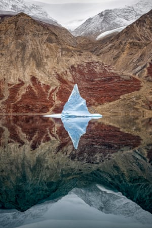 Spectacular reflections of mountains in water