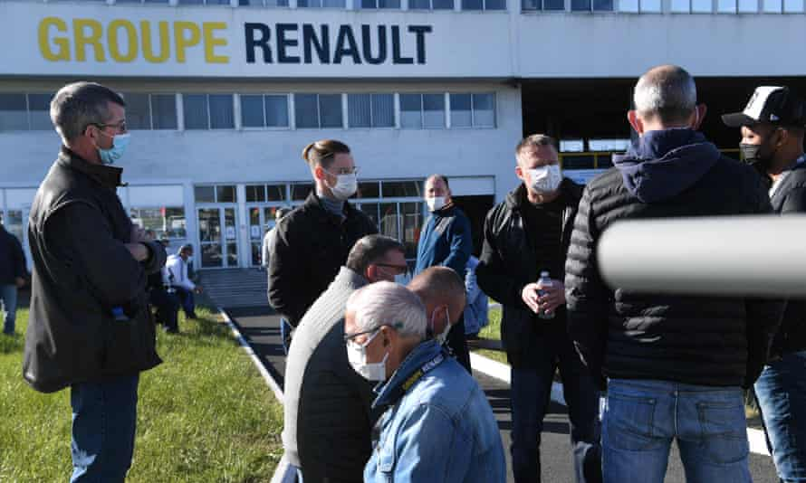 Striking Renault workers picketing the Fonderie de Bretagne foundry in Brittany on 28 April.