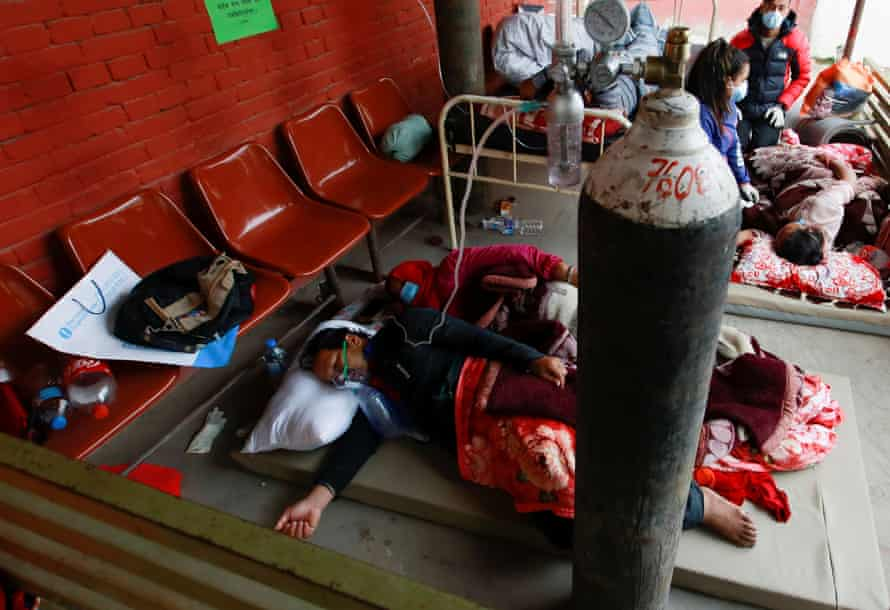 Covid patients receive oxygen on the floor of a hospital in Kathmandu on 10 May due to lack of free beds.