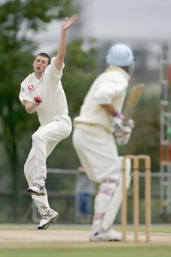 Steve Harmison bowls during the tour match against the Nicky Oppenheimer XI at Randjesfontein, Johannesburg in December 2004.