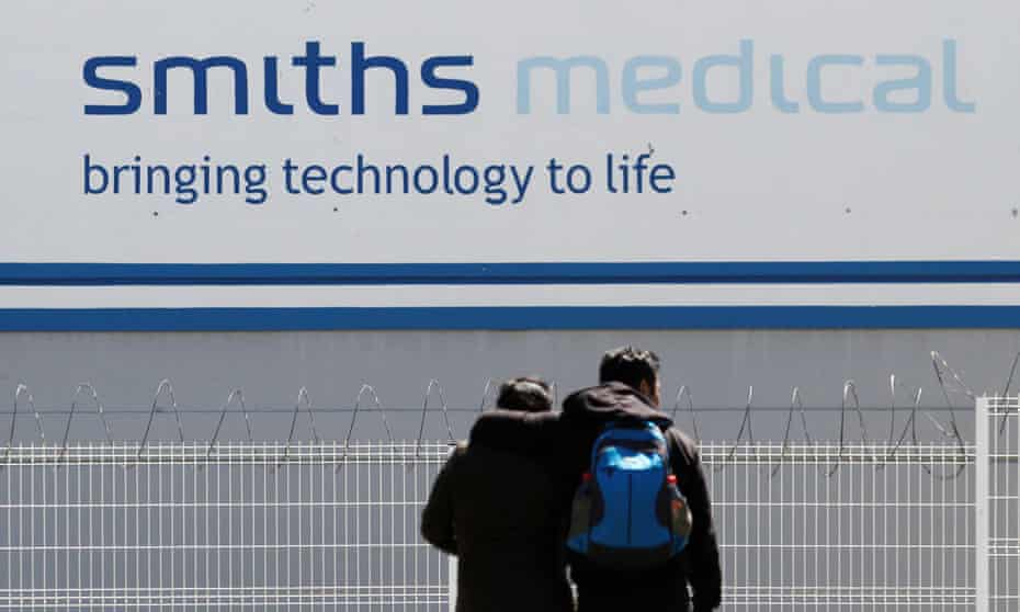 A couple outside Smiths Medical, a global manufacturer of specialty medical devices, in Tijuana, Mexico.