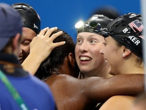 Simone Manuel celebrates gold with her teammates.