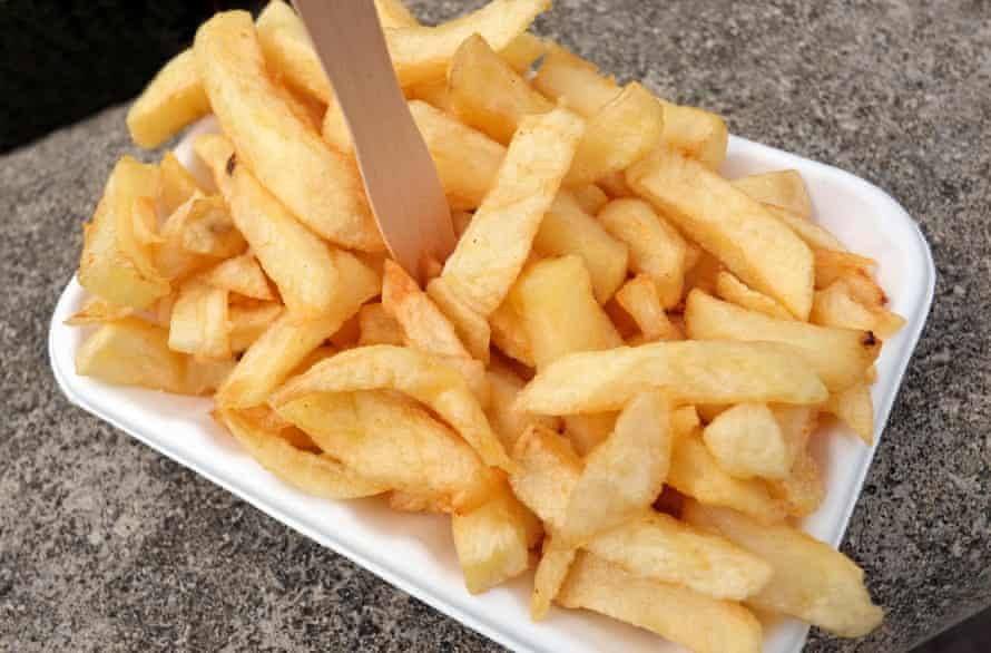 One of life's very real pleasures: a simple tray of proper chip-shop chips.