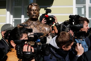 Film crews surround a statue of Stalin at a ceremony unveiling a series of sculptures in the Alley of Rulers in Moscow