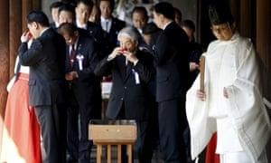 Japanese MPs visit Tokyo shrine to war dead