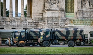 The army intervenes to move bodies from the main cemetery in Bergamo.