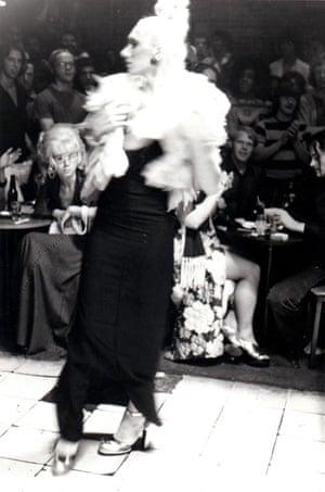 Nan Goldin : Naomi in beauty parade, 1972
