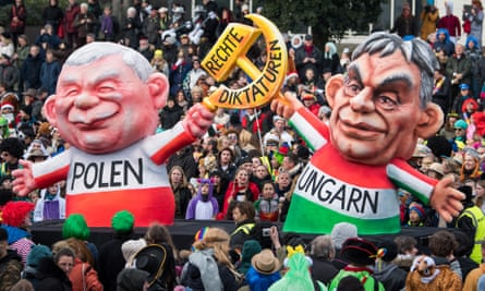 A satirical float features the Polish and Hungarian politicians Jarosław Kaczyński and Viktor Orbán during a parade in Dusseldorf, Germany