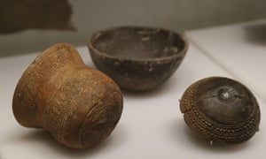 Decorated beakers and pottery from the Bronze Age.