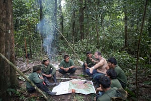 Expedition leader Bruno Pereira talks to his team