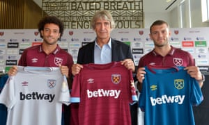 West Ham manager Manuel Pellegrini with Felipe Anderson (left) and Jack Wilshere.