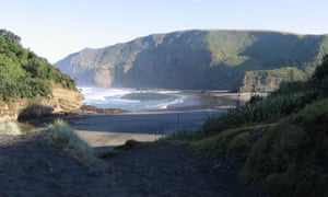 Police officers swept Bethells Beach, west of Auckland, after 19 packages of cocaine washed up on the sand on Wednesday night.