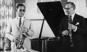Bandleader and clarinetist Benny Goodman invited King Bhumibol to his New York apartment for a jam session in July 1960.