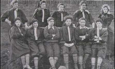 The British Ladies' Football Club, 1895: (standing) Lily Lynn, Nettie Honeyball, Williams, Edwards, Ide (sitting) Compton, F. B. Fenn, Nellie Gilbert, P. Smith, Rosa Thiere, Biggs.