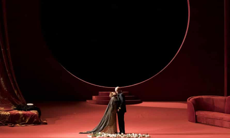 Korngold's Violanta, production by TEATRO REGIO TORINO