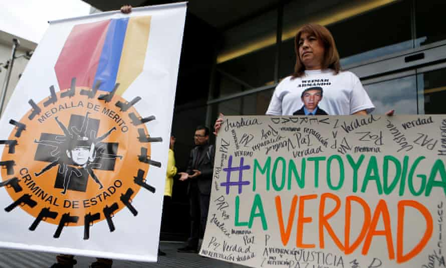 """A relative of a victim of """"false positives"""" holds a sign that says """"Montoya tell the truth"""" during a protest on 13 September 2018 against former Colombian general Mario Montoya."""