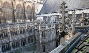 Restoration work on the Houses of Parliament must proceed, say MPs.