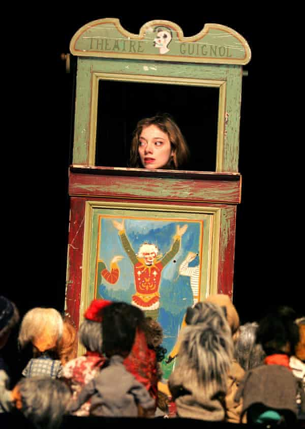 In Aurélia's Oratorio, at the Lyric Hammersmith in 2005, Thierrée performed for an audience of puppets onstage.
