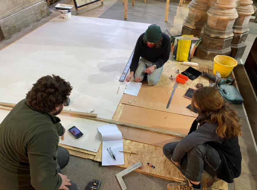Stonemasons (including apprentice) drawing and templating windows