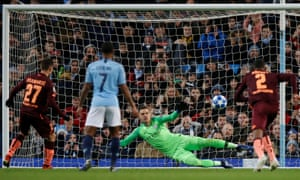 Andrej Kramaric slots the ball past Manchester City's goalkeeper Ederson to opening the scoring from the penalty spot.