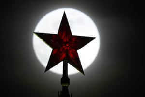 Star bright: in front of the Kremlin.