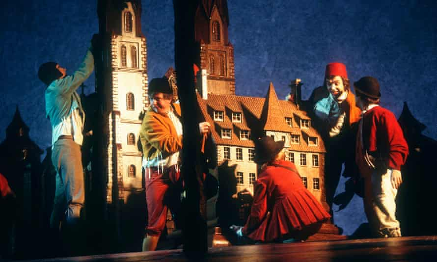 A scene from Die Meistersinger von Nürnberg by Wagner, directed by Graham Vick at the Royal Opera House, London, 1997.