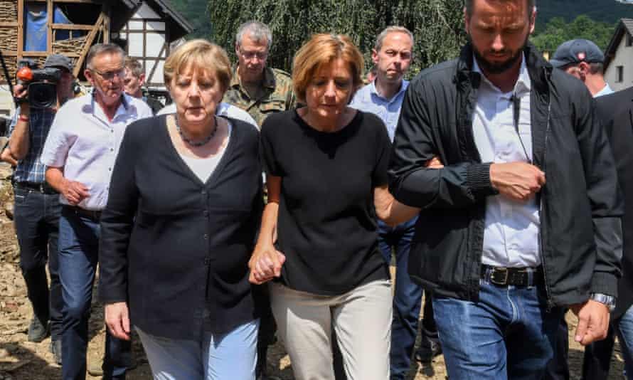 Angela Merkel (L) and Rhineland-Palatinate state premier Malu Dreyer in the the flood-ravaged village of Schuld.