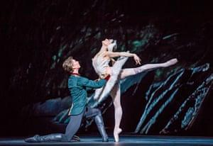 Vadim Muntagirov (Prince Siegfried) and Marianela ñ (Odette) in Swan Lake.
