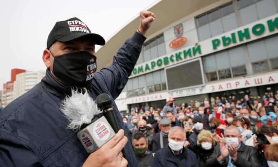 YouTuber Sergei Tikhanovsky at a rally in Minsk