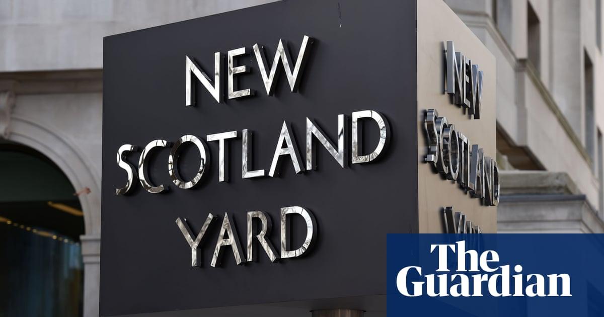 Met officer suspected of belonging to group linked to terrorism