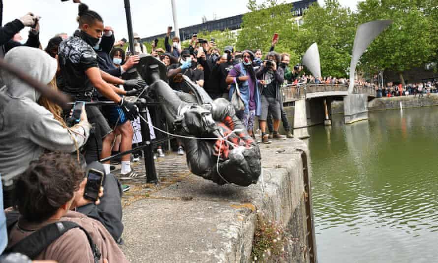 Protesters dump statue of Edward Colston in Bristol harbour