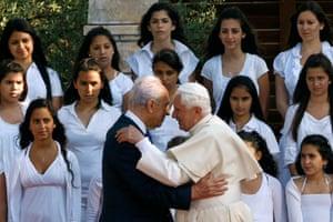Pope Benedict XVI embraces President Peres