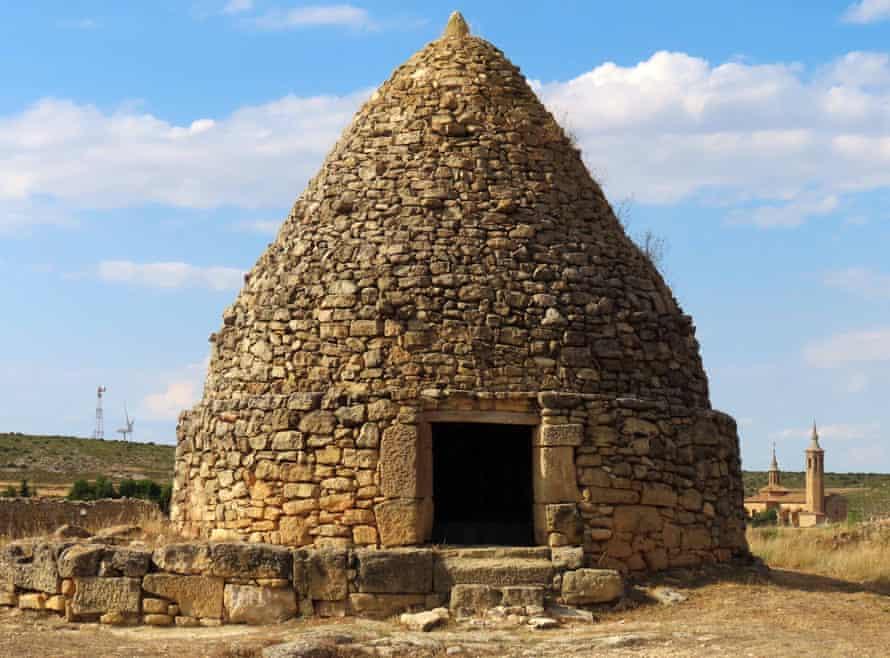 Piedra de Nevras en Fuendetodos, España
