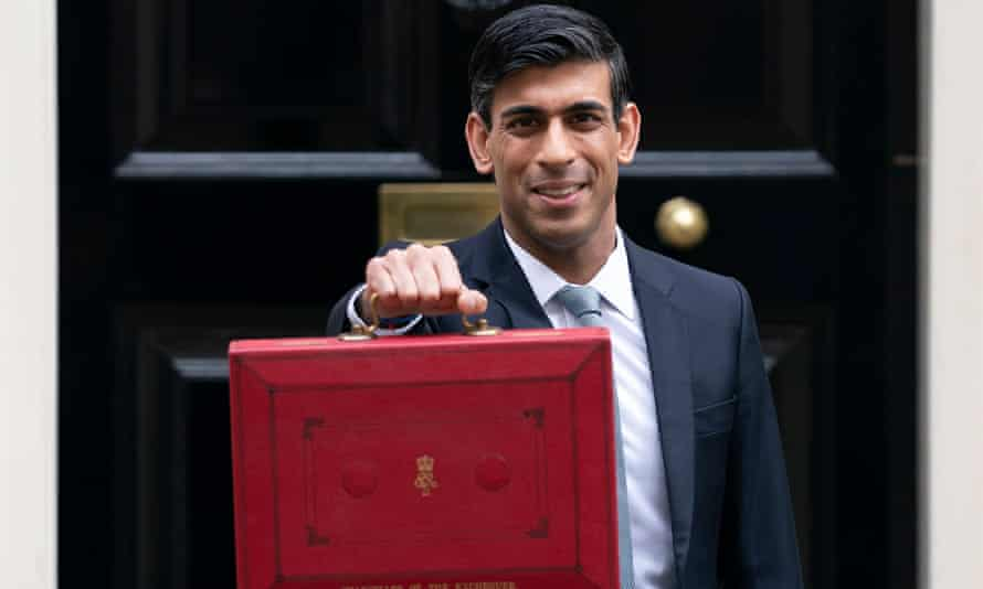 Rishi Sunak holding the ministerial red box in front of 11 Downing Street