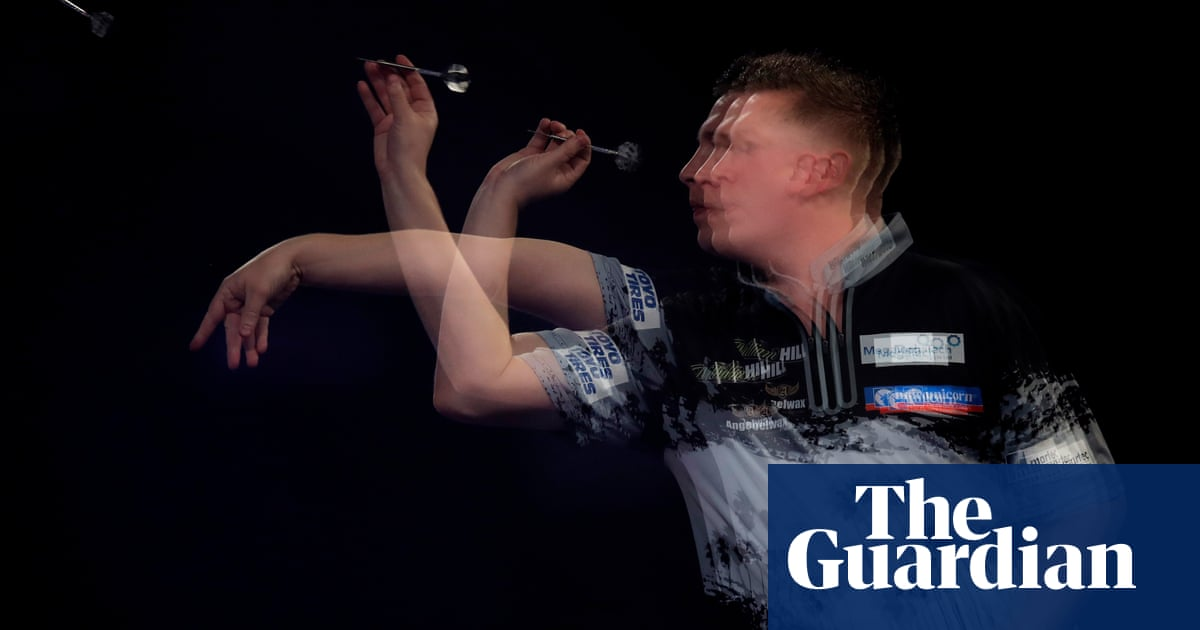 PDC World Championships: Chris Dobey digs deep to beat Jeff Smith