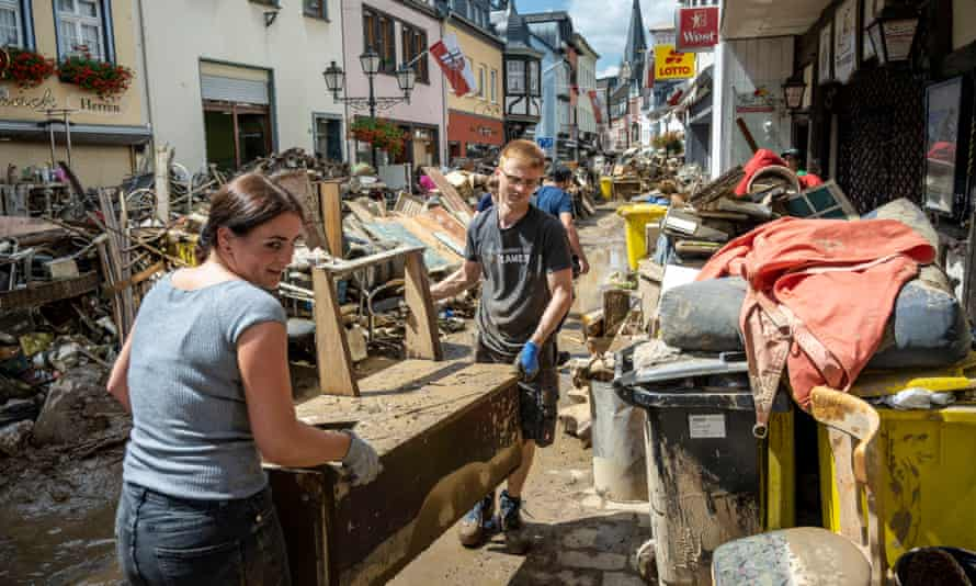 Volunteers and residents clear up in Bad Neuenahr-Ahrweiler
