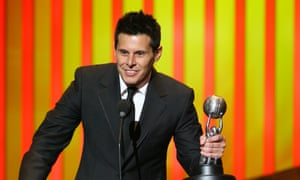Silvio Horta accepts his award for outstanding writing in a comedy series for his work on Ugly Betty in 2007.
