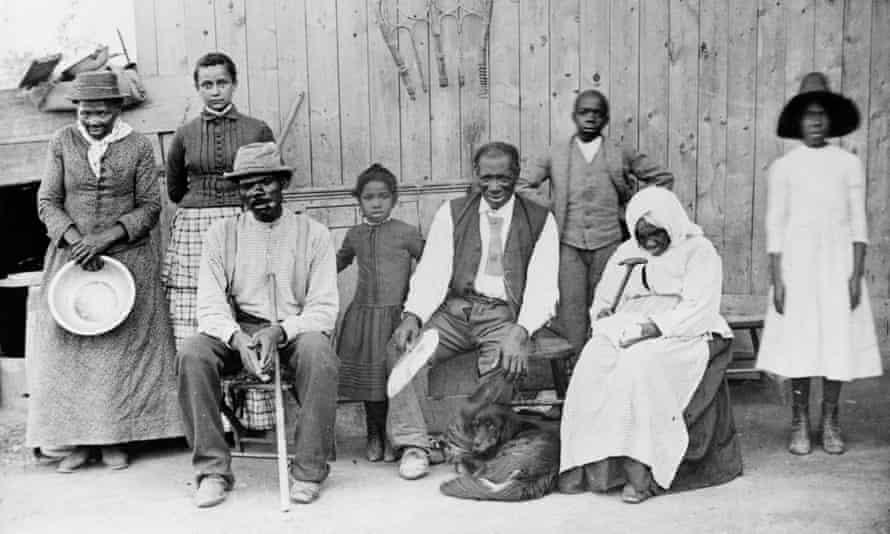 در سمت چپ چپ ، رهبر الغا ، هریت توبمن و دیگران.