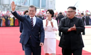 Moon Jae-in and Kim Jong-un attend an official welcome ceremony at Pyongyang Airport