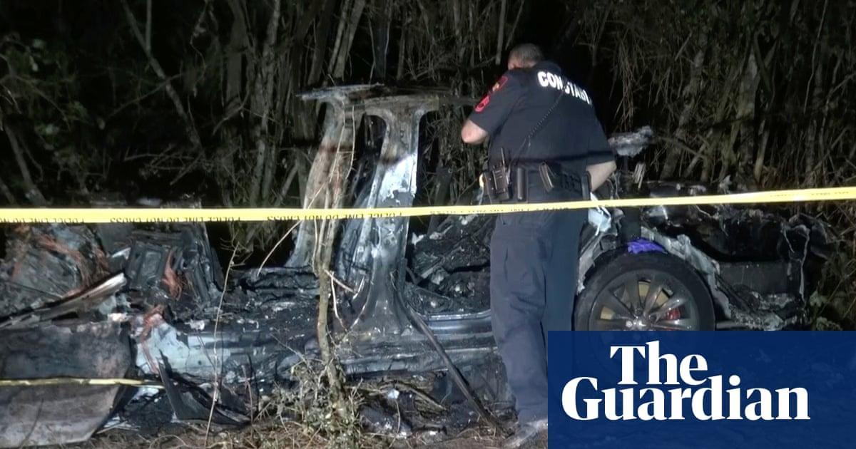 Tesla crash: investigators '100% sure' no one driving car in fatal Texas incident
