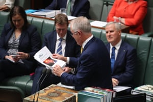 The Prime Minister a Malcolm Turnbull quotes from a Guardian Australia article during question time