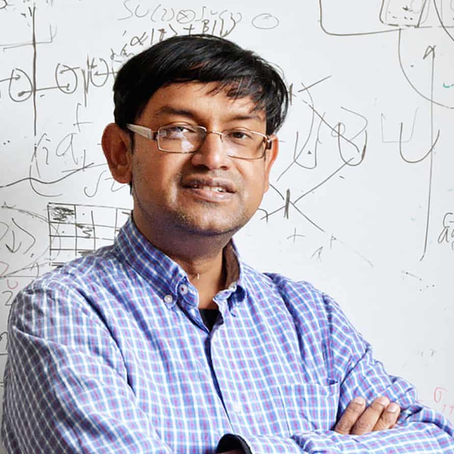 Sougato Bose, físico del University College London, dirige un equipo de investigadores que planean llegar experimentalmente a la gravedad cuántica.