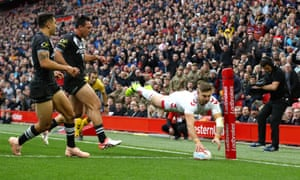 Tommy Makinson scores for England against New Zealand.