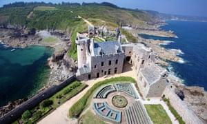 Fort-la-Latte, on windswept Cap Fréhel.