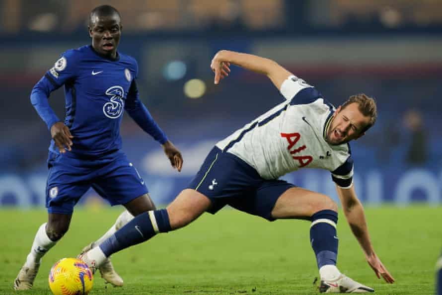 N'Golo Kanté of Chelsea puts Tottenham's Harry Kane under pressure