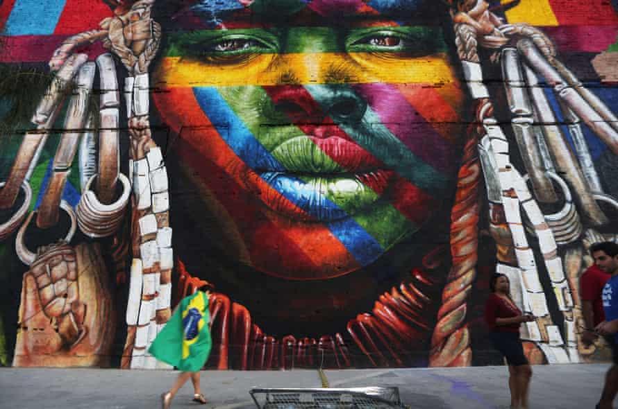 A mural by Eduardo Kobra depicting an indigenous Brazilian.