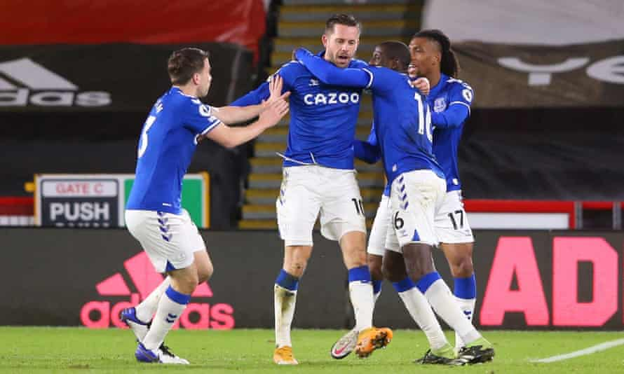 Gylfi Sigurdsson (centre) celebrates with his Everton teammates after scoring in the 1-0 win against Sheffield United.
