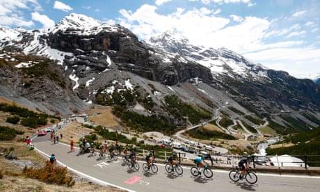 Tom Dumoulin retains Giro d'Italia lead amid controversy on stage 16